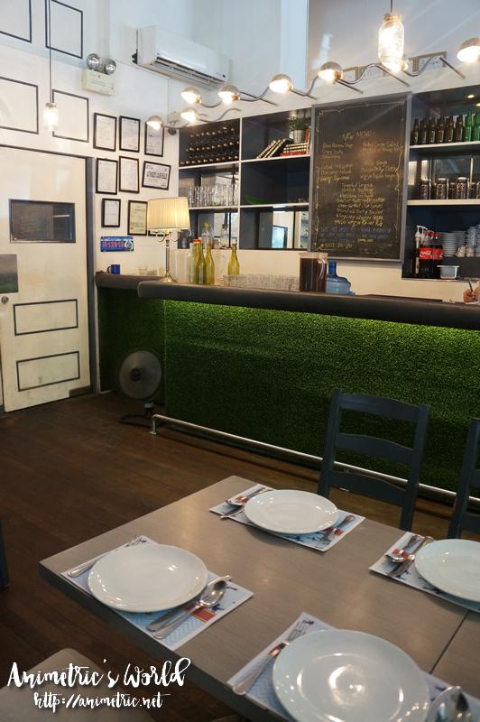 Lola Cafe Bar